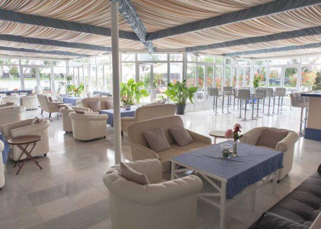 zona-lounge-interior-los-espejos-hacienda-azahares-700x500